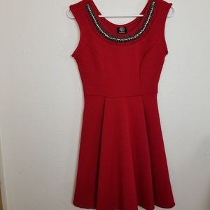 Bobeau| Red sleeveless dress with beaded collar